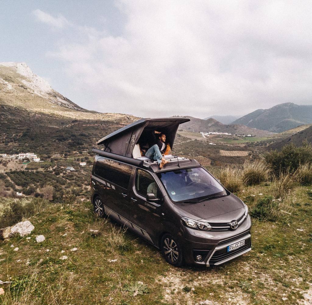 Auf-dem-eng-begrenzten-Raum-eines-Campingbusses-wie-dem-Crosscamp-sind-die-Variationsmoeglichkeiten-natuerlich-beschraenkt.jpg